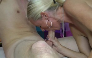 DirtyTina Sexnachhilfe mit Schüler