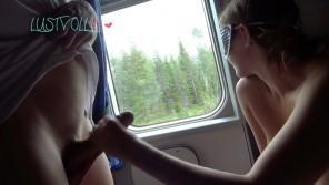 Lustvoll91 Jungspritzer Schwanz im Zug abgeritten